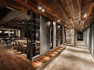 Industrial style offices & stores by 沈志忠聯合設計 Industrial
