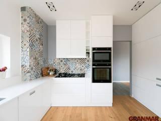 GRANMAR Borowa Góra - granit, marmur, konglomerat kwarcowy Cocinas de estilo escandinavo Cuarzo Blanco