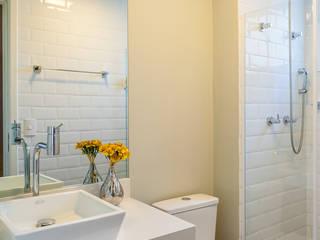 São Caetano 53: Banheiros  por Casa 27 Arquitetura e Interiores