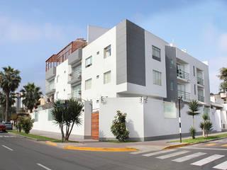 Minimalist house by Soluciones Técnicas y de Arquitectura Minimalist