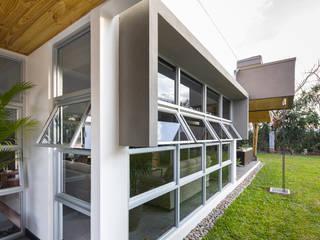 Detalle Fachada Lateral: Casas de estilo  de J-M arquitectura