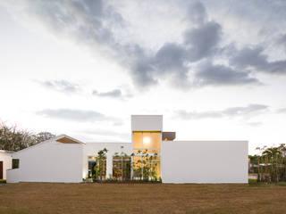 Moderne Häuser von J-M arquitectura Modern Beton