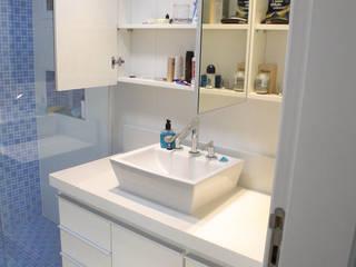 dormitório suite menino - banho:   por studio luchetti,Moderno  de madeira e plástico