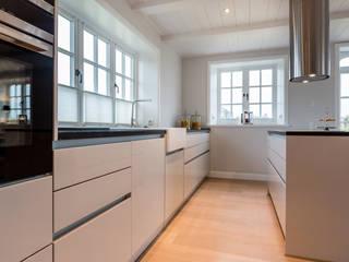 Кухня в стиле модерн от Home Staging Sylt GmbH Модерн