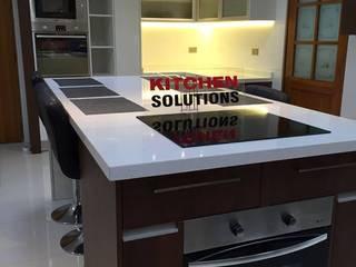 Proyecto de cocinas en Santiago Cocinas de estilo moderno de Kitchen Solutions Moderno