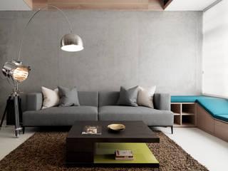 Ruang Keluarga Modern Oleh 白金里居 空間設計 Modern