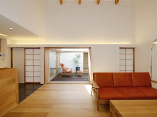 Salon moderne par スタジオグラッペリ 1級建築士事務所 / studio grappelli architecture office Moderne