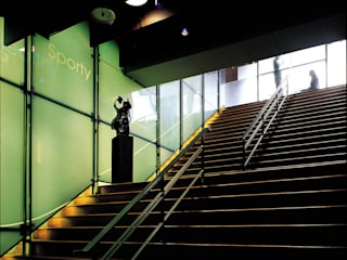 Minimalist corridor, hallway & stairs by 鼎爵室內裝修設計工程有限公司 Minimalist