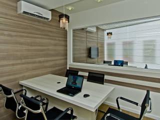 Imobiliaria Investimóveis: Lojas e imóveis comerciais  por Kris Bristot Arquitetura