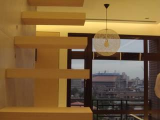 住宅(場域 ●界定) 鼎爵室內裝修設計工程有限公司 走廊 & 玄關 鐵/鋼 Brown