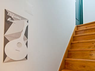 Entrada no apartamento: Corredores e halls de entrada  por menta, creative architecture