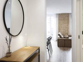 Pasillos y hall de entrada de estilo  por Aguilar Arquitectos,