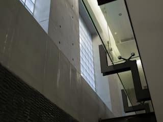 住宅(漫步雲間) 鼎爵室內裝修設計工程有限公司 走廊 & 玄關 玻璃 Grey