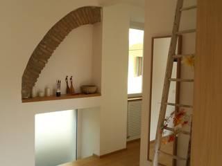 Ristrutturazione: Studio in stile  di Andrea Magnoni Architetto, Minimalista