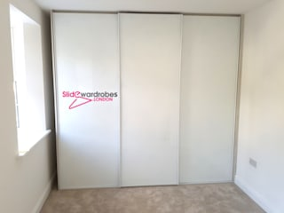 Two matching bespoke wardrobes with sliding doors for Clients home:   by Slide Wardrobes London