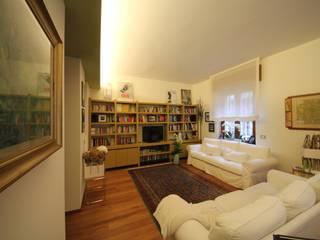 Salas de estar modernas por Falegnameria Ferrari Moderno