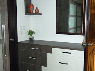 Console cum dressing :   by Interiors By Suniti