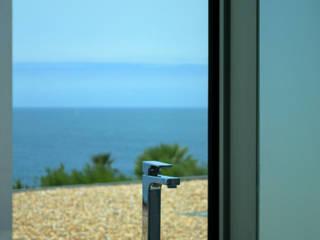 Moradia Frente Mar: Casas de banho  por ARQ TAILOR`S,Moderno