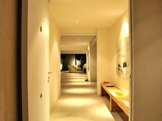 Taller A3 SC Pasillos, vestíbulos y escaleras modernos Concreto Blanco