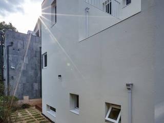 행신주택- white bass 모던스타일 주택 by (주)건축사사무소 코비 모던