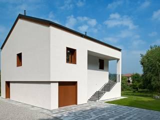 casa GD a Missaglia, Lc (2015): Case in stile  di sergio fumagalli architetto