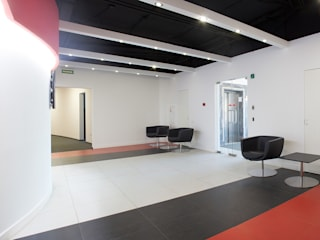 Modern Corridor, Hallway and Staircase by Flatsdesign Modern