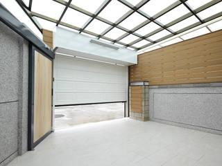 1F車庫區 Modern garage/shed by 映荷空間設計 Modern