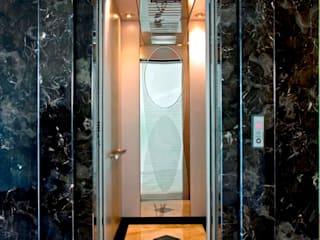 Modern corridor, hallway & stairs by 世家新室內裝修公司 Modern