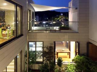 운중천 이웃집: 아키누스(건축동인) 건축사사무소의  주택