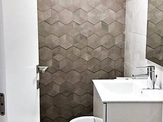 Remodelação total de Moradia V2_Belsolar: Casas de banho minimalistas por Belsolar Lda