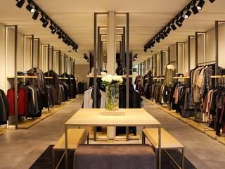 Cloith Fashion Store: Espaços comerciais  por Álvaro André Design