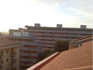 Rifacimento cornicione del tetto condominiale con lo scarico. Case classiche di Tutto Tetto Di Shein Vitaliy Classico
