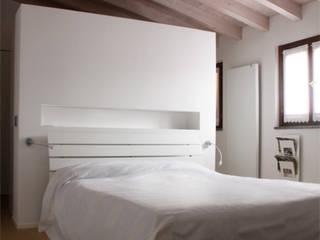 T+T ARCHITETTURA Modern style bedroom