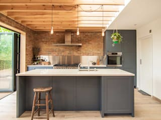 Kitchen by Bradley Van Der Straeten Architects, Modern