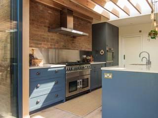 Epsom by Bradley Van Der Straeten Architects Modern