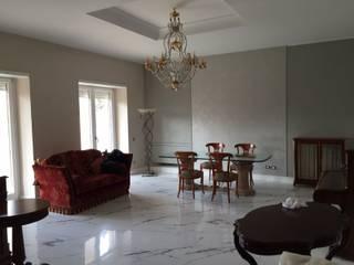 Salas de estilo clásico de CREA SRL UNIPERSONALE Clásico