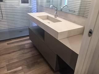 Baños de estilo minimalista de casa&stile interior design e ristrutturazioni Minimalista