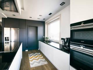 DOM W RADOMIERZYCACH: styl , w kategorii Kuchnia zaprojektowany przez Pracownia projektowa Na Antresoli