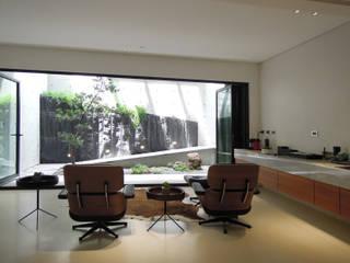 構築設計 Salas de entretenimiento de estilo moderno
