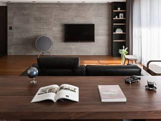 書房的氛圍:  書房/辦公室 by 一水一木設計工作室