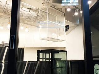 Moderne Ladenflächen von 디자인알레스 Modern