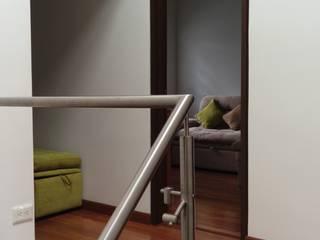 Nowoczesny korytarz, przedpokój i schody od Erick Becerra Arquitecto Nowoczesny