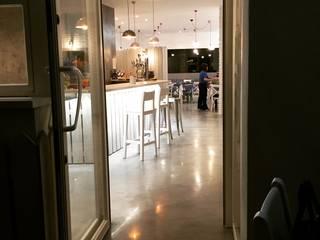 Veleta 23: Bares y Clubs de estilo  de Cocinahogar Estudio