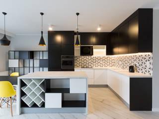 Dom w Szamotułach: styl , w kategorii Kuchnia zaprojektowany przez Puku Studio