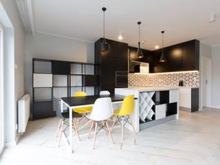 Dom w Szamotułach: styl , w kategorii Jadalnia zaprojektowany przez Puku Studio
