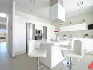 Casa Castilla la Vieja b2v arquitectura Cocinas de estilo moderno