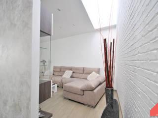 Casa Castilla la Vieja Salones de estilo moderno de b2v arquitectura Moderno