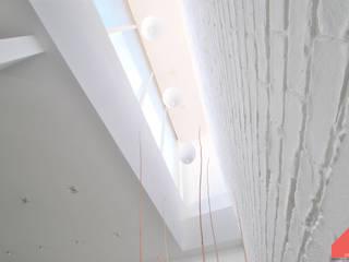 Casa Castilla la Vieja Pasillos, vestíbulos y escaleras de estilo moderno de b2v arquitectura Moderno