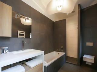 Myriam Wozniak Architecture et décoration Ванна кімната Камінь Сірий