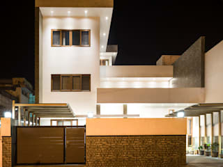 Internal Courtyard House, Rishikesh, Uttrakhand Modern houses by Manuj Agarwal Architects Modern